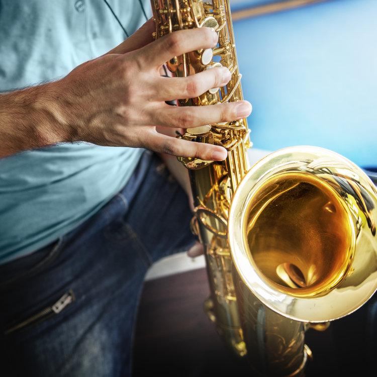 hands holding saxophone