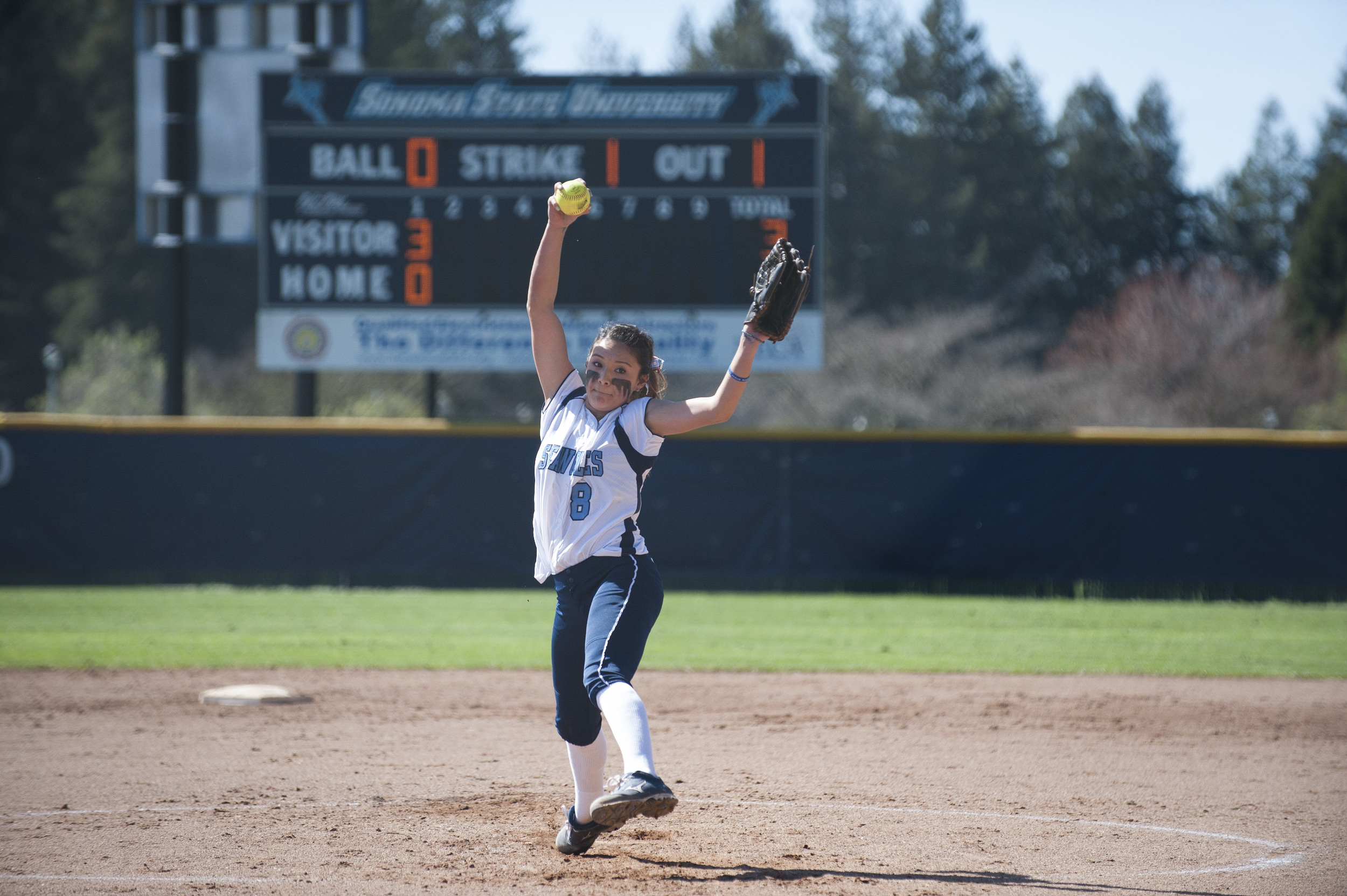 SSU Softball pitcher