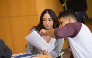 Two SSU students work on homework together